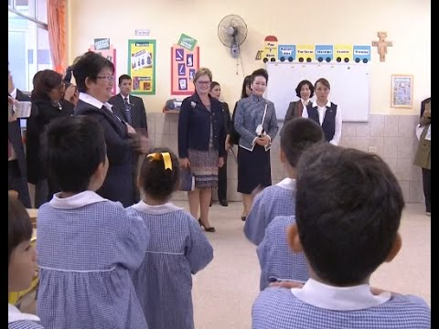 Peng Liyuan, Wife of Chinese President, Visits Peruvian Chinese School