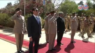 محافظ أسيوط  والقيادات العسكرية يقرأون الفاتحة على قبر الجندي المجهول بمناسبة عيد تحرير سيناء