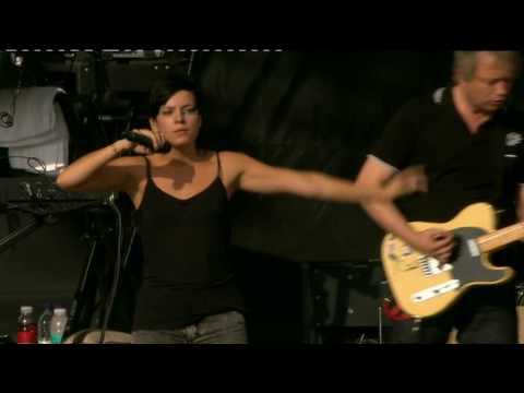 Lily Allen - 22 (Live V Festival '09)