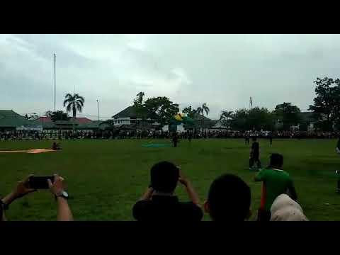 Video lamaran setelah mendarat terjun payung di Palopo