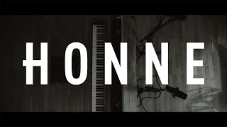 Смотреть клип Honne - No Place Like Home Feat. Jones