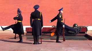 Почётный караул у вечного огня Honor Guard At The Eternal Flame 4K 名誉ガード 대 仪仗队 حرس الشرف