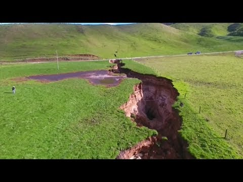 Giant sinkhole opens in New Zealand revealing 60,000-year-old volcanic deposit