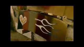 ЯН:) Урок покраски аэрозольными баллончиками(В этом видеоролике вы увидите как правильно наносить краску с баллончиков разных тонов и конфигураций.Такж..., 2013-04-14T01:52:07.000Z)