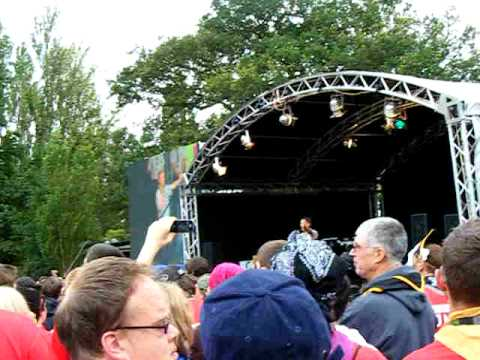 Bear Grylls and Peter Duncan Handover - Gilwell 24 - Scouting 2009