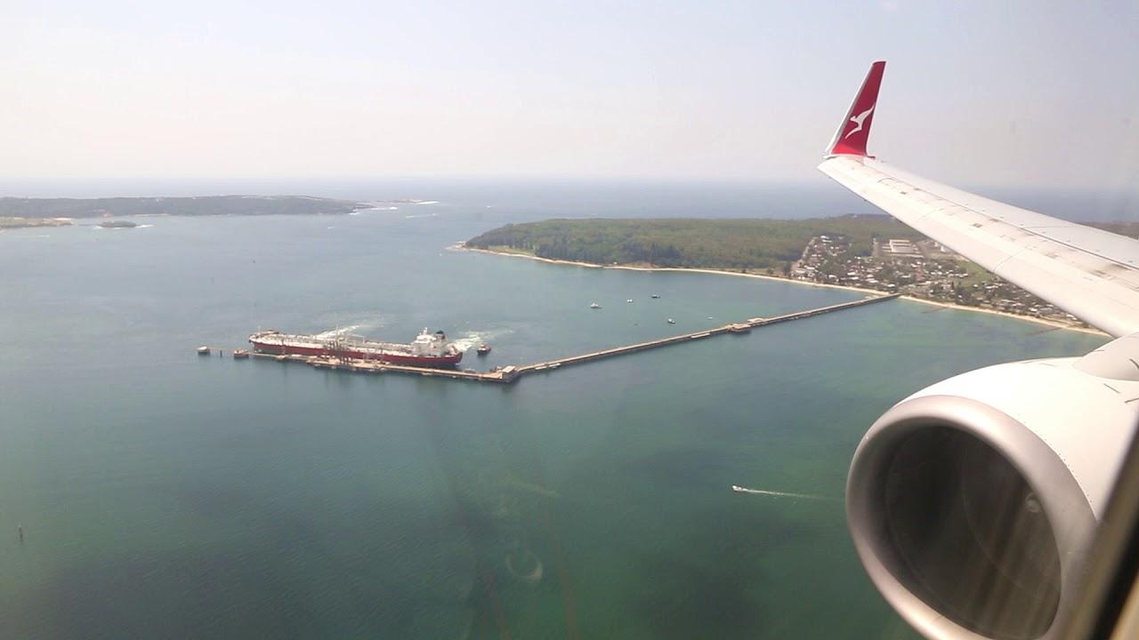 Download Qantas Boeing 737 Landing - Sydney (QF 517)