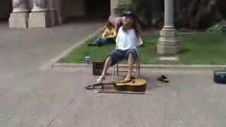 joueur de guitare avec les pieds