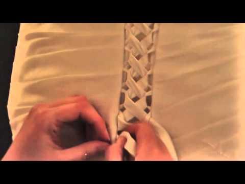 c mo cerrar un vestido de novia estilo cors youtube. Black Bedroom Furniture Sets. Home Design Ideas