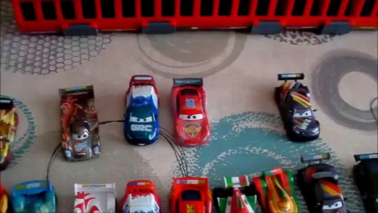 Jouet cars 2 piste de d part de course 10 voitures youtube - Nom voitures cars 2 ...