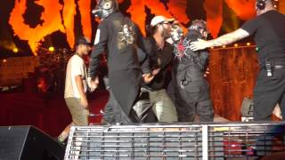 Slipknot (17a) End of last Encore Song - Corey Taylor falls