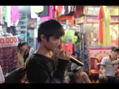 Lệ Rơi gây Bão trên đường phố Sài Gòn với ca khúc Em Của Ngày Hôm Qua
