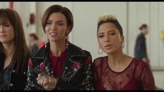 "PITCH PERFECT 3 Movie Clip ""Bellas Riff Off"""