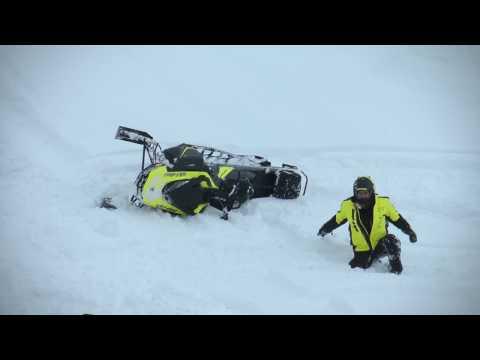 Смотреть Гусеницы против снегоходов  Отвага против безумия  Люди против снега