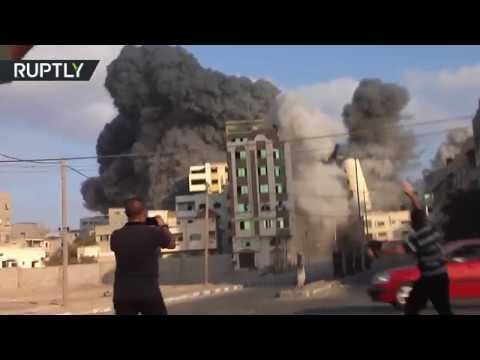 شاهد لحظة استهداف القصف الإسرائيلي لمبنى مؤسسة -سعيد المسحال- الثقافية في غزة  - 23:21-2018 / 8 / 9