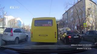 Водитель маршрутки № 019 возомнил себя водителем трамвая