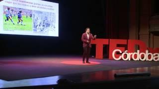 ¿Se puede comprar la felicidad? | Martín Tetaz | TEDxCordoba