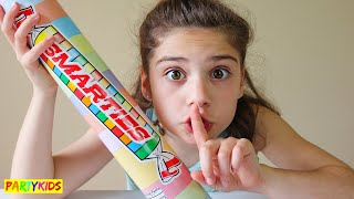 HOW TO SNEAK CANDY INTO CLASS!! FUNNY DIY LIFE HACKS!!