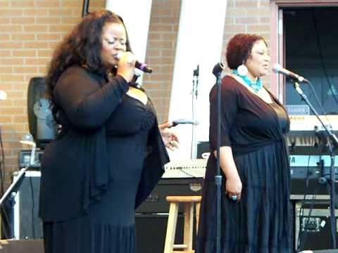 Maysa Leak Chicago Country Club Theater 7/31/2010