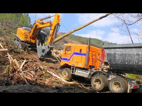 RC LIEBHERR DIGGER R970 AT WORK! HEAVY GLOBE LINER 6x6 IN ACTION! BIG RC ACTION AT THE RIVER
