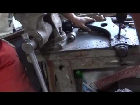 Замена сайлентблоков передних рычагов форд фокус 2 своими руками видео