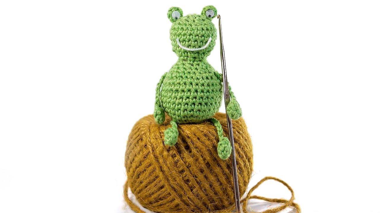 Crochet Frog Prince amigurumi pattern - Amigurumi Today | 720x1280
