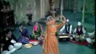 Video Sanam Tu Bewafa - Mumtaz & Shatrughan Sinha - Khilona download MP3, 3GP, MP4, WEBM, AVI, FLV Maret 2017