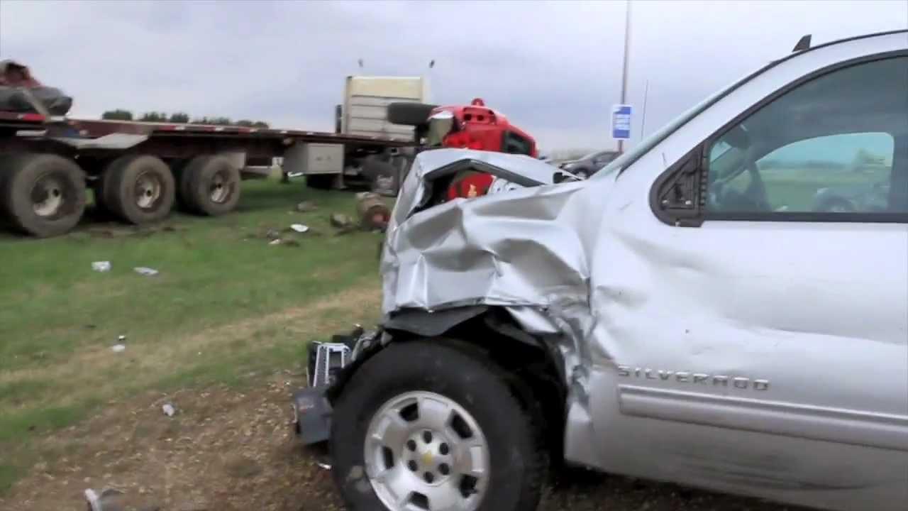 Semi truck crashes through vehicles at car dealership ...