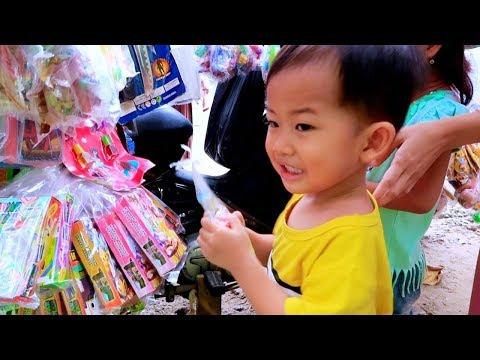 Anak Lucu Beli Mainan Murah Di Paman Penjual Mainan Keliling Sekolahan SD | Cheap Kids Toys
