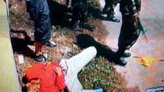 policia golpea cobardemente a senor de 51 anos miembro de la resistencia de honduras