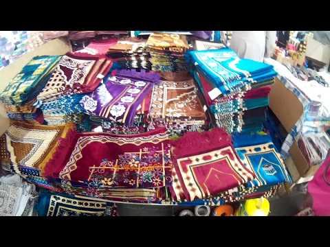 Menjalankan ibadah haji dan umrah memerlukan banyak persiapan, termasuk dalam menyiapkan pakaian. Pa.