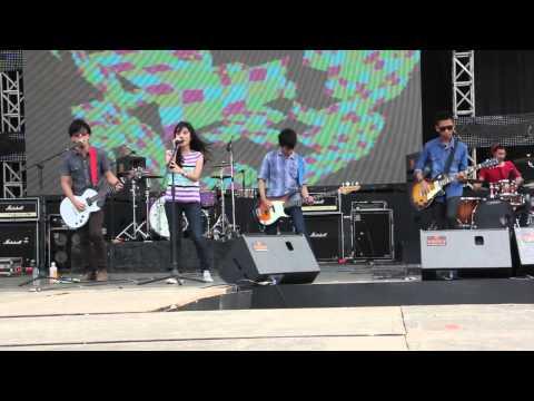 REVARA - Selamanya (live At HUT SESKOAL)