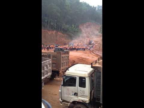 cảnh người dân giữ đất tại Dốc Đình- Hùng  Sơn- Đại Từ- Thái Nguyên