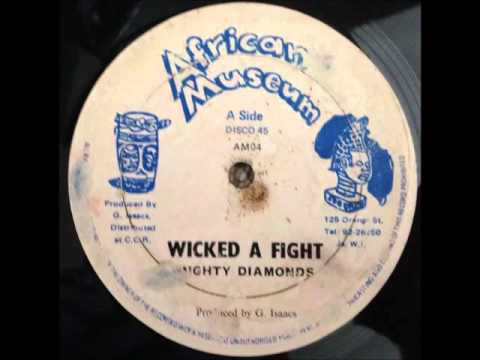 Mighty Diamonds - Wicked A Fight