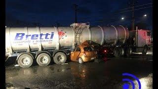 Auto queda aplastado tras choque con camión y deja dos muertos-Ahora Noticias Matinal/ 18 de octubre