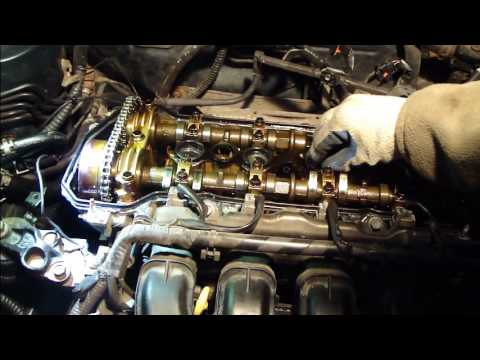How to replace the valve cover gasket on a VVT-i engine Toyota Corolla. Years 2000 to 2007.