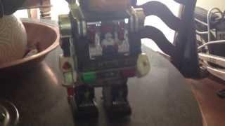 Brinquedos antigos anos 70 tecnologia da época robo