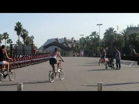 barceloneta-beach:-bicycles-vibe!