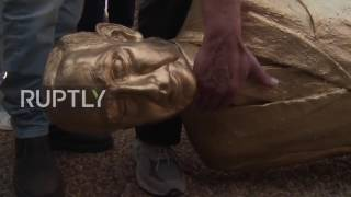 Israel  Golden statue of Netanyahu toppled by protesters