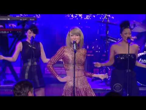 Shake it Off - Taylor Swift - LIVE - She NAILS the high note! (HD)