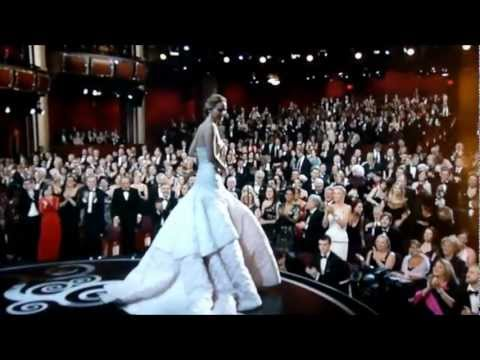 Jennifer Lawrence falls at Oscars 2013 - rips her Dress 2 n 1