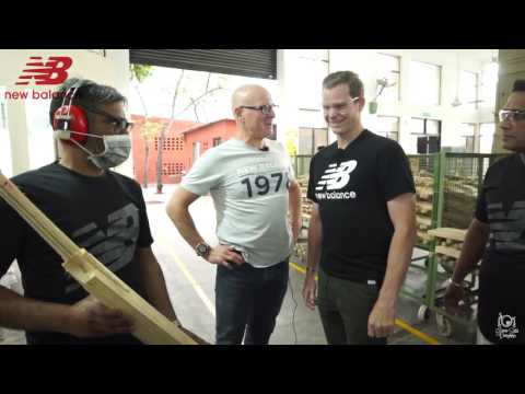 Steve Smith On His India Tour 2017 Visits New Balance Bat Factory