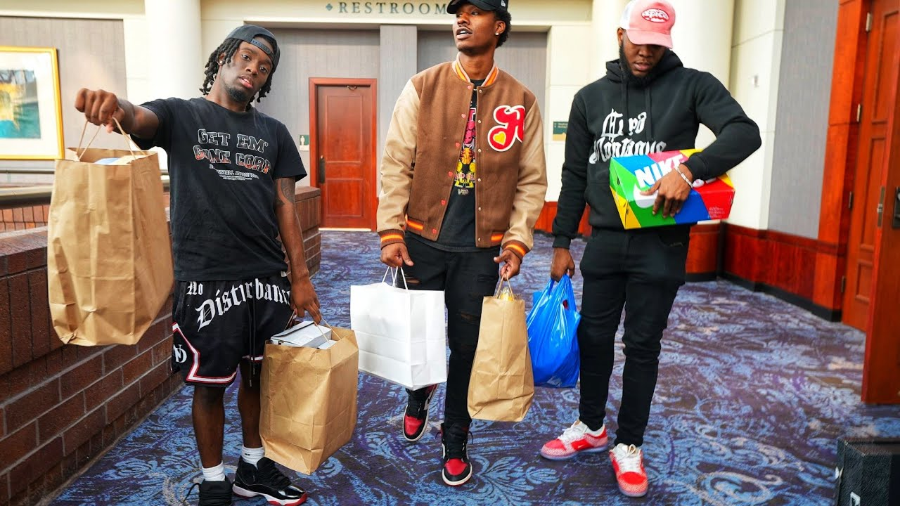 Download AMP GOES TO SNEAKER CON