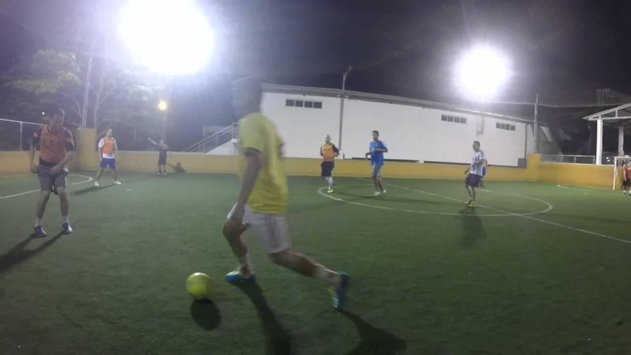 Jugando Futbol En Cancha Sintetica Youtube