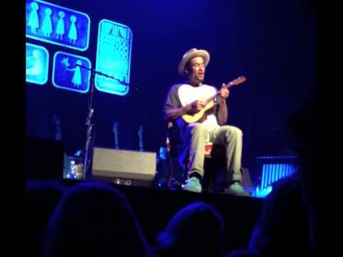 Ben Harper playing Suzie Blue on Ukulele