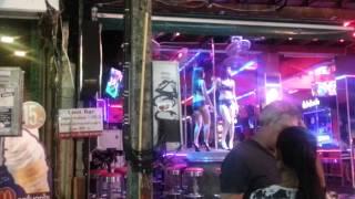 Phuket, Thailand : Aksi penari striptis Patong beach