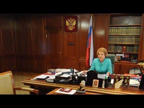 Валентина Матвиенко в своем рабочем кабинете