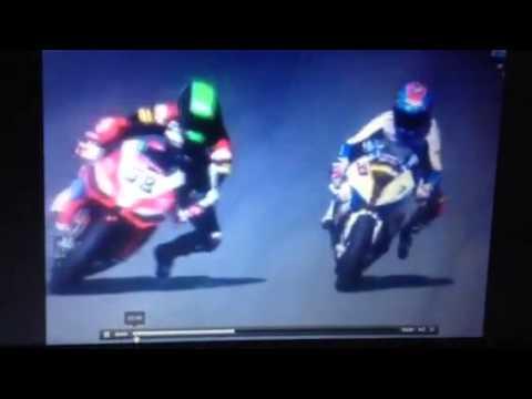 Eugene Laverty pass on Marco Melandri WSBK Jerez 2013