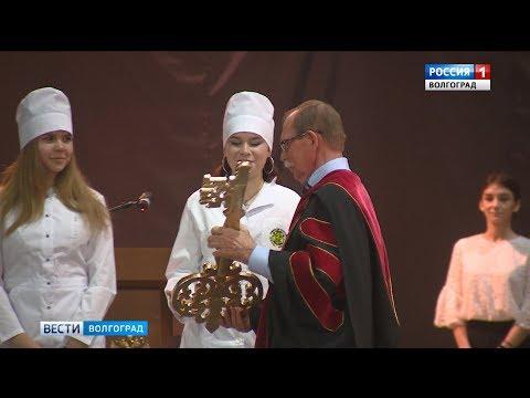 Первокурсников Волгоградского медицинского университета посвятили в студенты