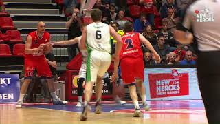 Play of the Day: Facial dunk Maarten Bouwknecht