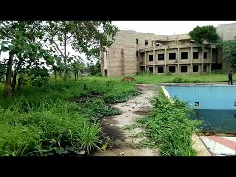 Visite de l'ancien palais du président libérien Samuel Doe